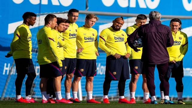 سيتين يدرب لاعبي برشلونة بشكل غريب